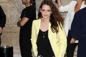 Kristen Stewart Poses At Paris Fashion Week Amidst Reconciliation Rumors (PHOTOS)