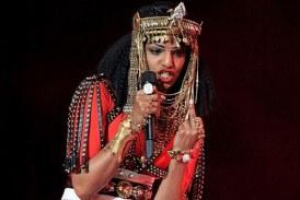 """Madonna está enojado con M.I.A. Por mostrar el dedo de la mitad durante el show de medio tiempo de """"Super Bowl"""""""