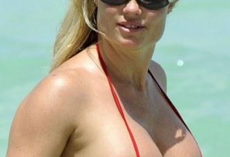 Esta Coco debería de usar un bikini más pequeño. ¿No lo crees?