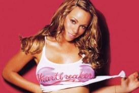 Mariah Carey se cae en concierto y luego se quita los zapatos por muy altos?