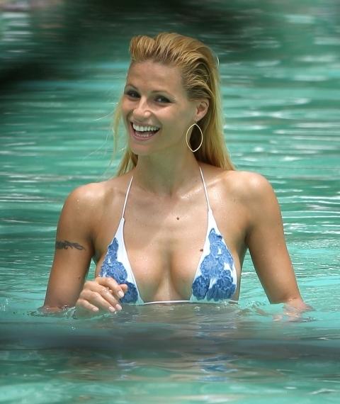 michelle_hunziker_en_bikini_20120503_1649128867