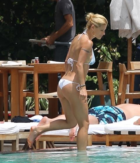 michelle_hunziker_en_bikini_20120503_1846740302