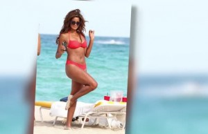 Claudia_Jordan_Looks_Smoking_at_40_in_Bikini-300x194
