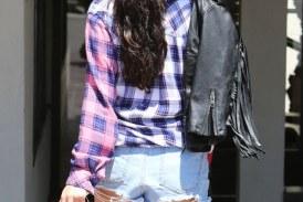 Selena Gomez en mini shorts apretados