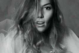 Fotos de Frida Sofia posándose para la revista  Playboy