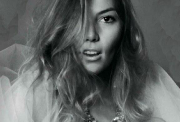 Primera foto de Frida Sofia posándose para la revista  Playboy